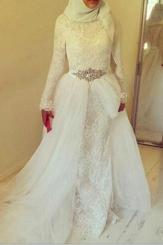 Vintage Lace White Muslim Wedding Dresses With Hijab 2018 Dubai Arabic High Neck Long Sleeve Crystal Sash Bridal Dress Gown Sweep Train
