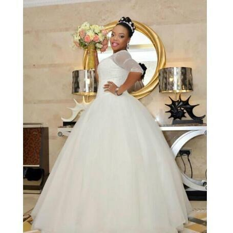 Stunning Plus size 2018 Illusion Lace Up Sheer Beads Scoop Wedding Dresses Bridal Ball Gown Dress Wedding Style A-line