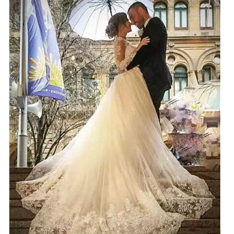 Luxury Applique Lace Mermaid Wedding Dresses 2018 Modern Dubai Long Sleeves Sheer Court Train Bridal Gowns With Removable Tulle Overskirt